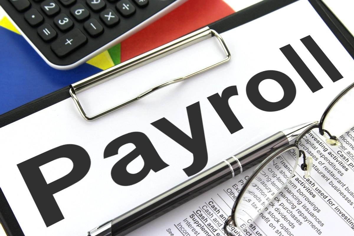 Selecting the Right Payroll Service Processing Option for Your Company